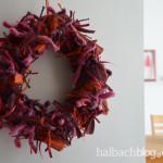 DIY-Idee halbachblog: Herbst-Kranz aus geknoteten Bändern