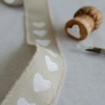 DIY-Idee halbachblog: Bänder mit Korken und Textilfarbe selbst bedrucken, Band bestempeln