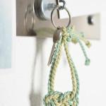 DIY-Idee halbachblog: Keltisches Herz als Schlüsselanhänger knüpfen aus Kordel in Mint und Hellgrün