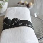 DIY-Idee halbachblog: Tafelstoff Servietten Banderole mit geschlitztem Herz zum Zusammenstecken