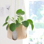 DIY-Tutorial halbachblog: Blumenampel aus Holzfurnier-Stoff nähen