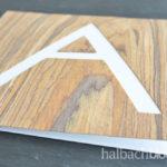 DIY-Idee halbachblog: Typografie-Karten basteln mit selbstklebendem Holzfurnier-Stoff in Braun