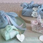 DIY-Idee halbachblog: Geschenke verpacken mit Stoff und Furoshiki-Knoten - Stoffe, Bänder und Spitze in kühlen Pastellfarben