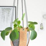 DIY-Anleitung halbachblog: Blumenampel aus Korkstoff nähen mit Ösen und Kordel in Natur, Anthrazit
