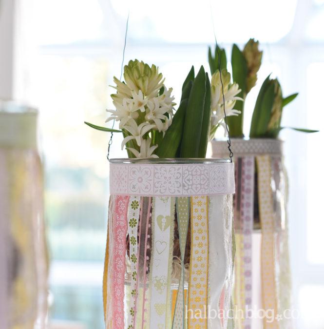 Pastellbunte Bänder-Blumenampeln