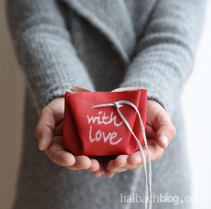 Tafelstoff-Geschenke-Beutel: mit Liebe schenken