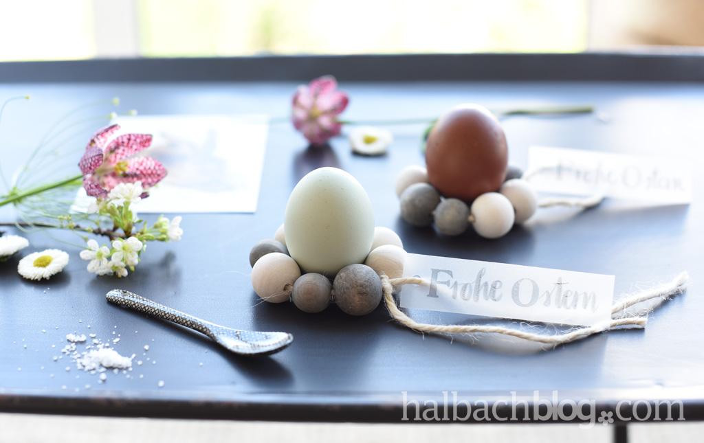 Hübsch {nicht nur} für den Ostertisch: Eierbecher aus Holzperlen