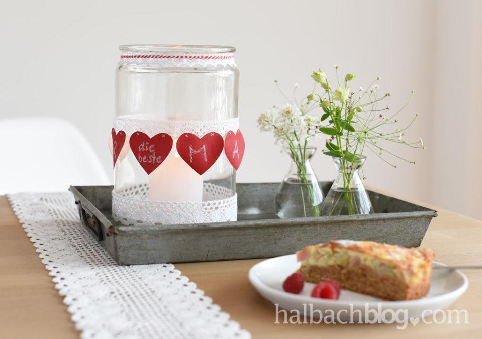 Herz an Herz zum Muttertag: Tafelstoff-Spitzen-Banderole