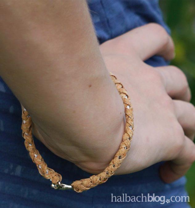 Geflochtenes Armband aus Korkstoff-Streifen