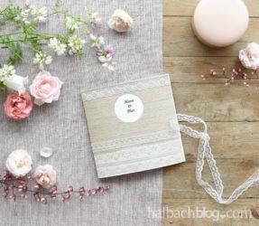 Holzfurnier-Stoff trifft Spitze: Einladungskarten basteln