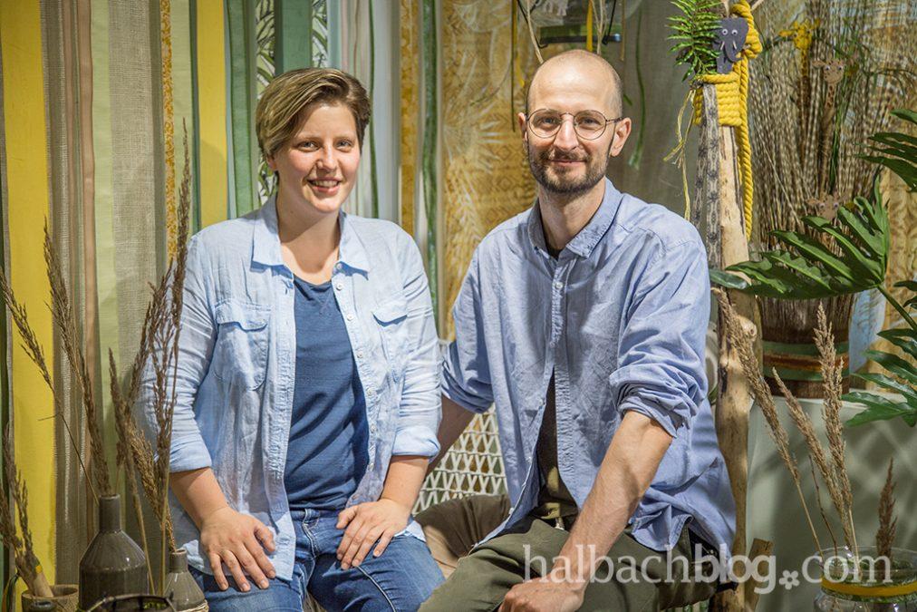Profis am Band: Stylisten-Duo für die Showroom Deko