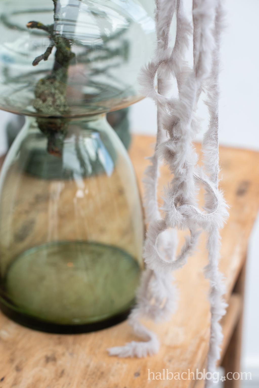 Halbachblog I DIY-Idee: Vasen- und Windlichtdeko mit Kunstfell-Schnur